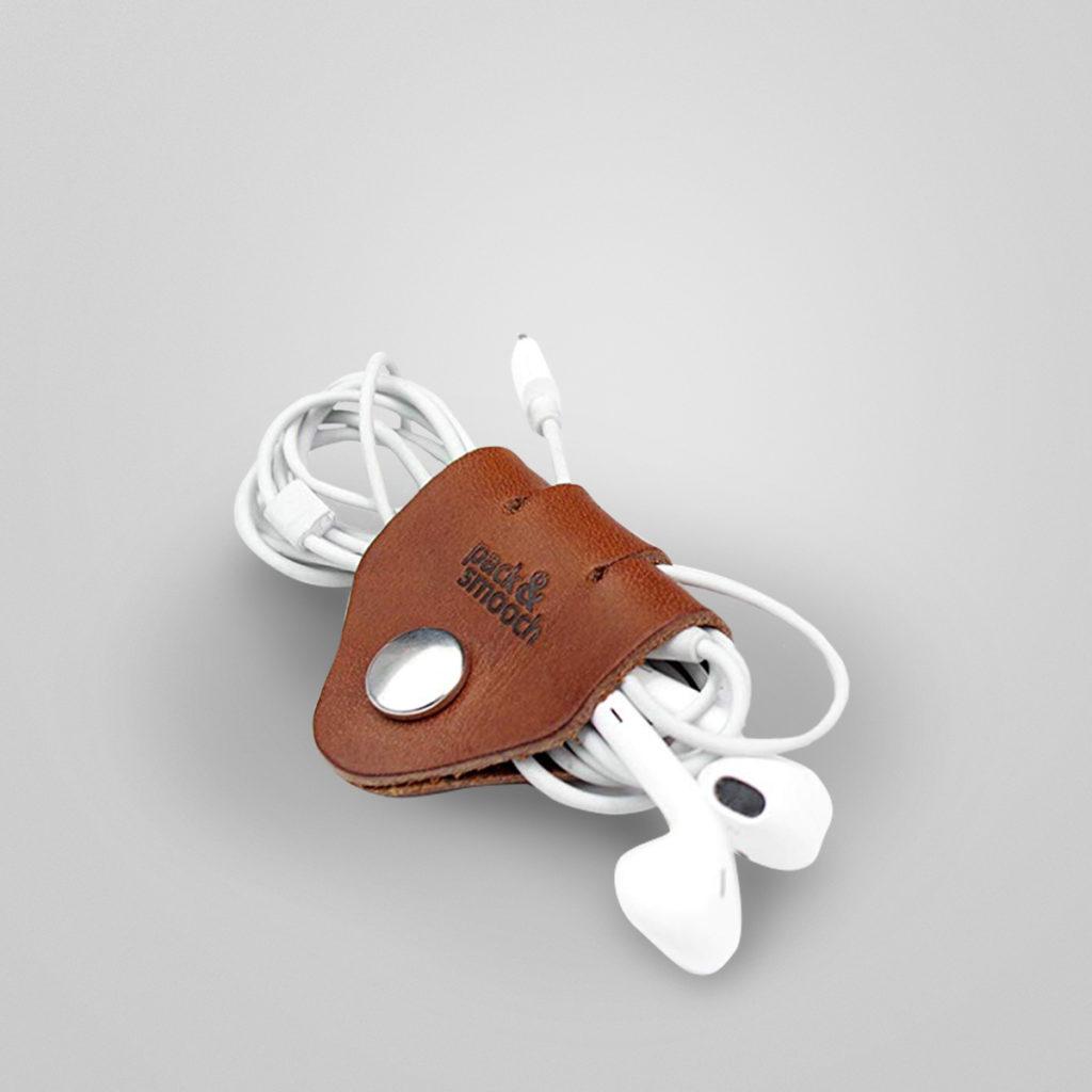 Kabel-Organizer von pack & smooch. Kabelhalter aus 100% pflanzlich gegerbtem Leder, hochwertige Druckknöpfe. Made in Germany. Details & Bestellung