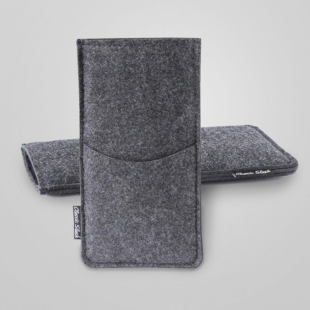 Die Handyhülle aus Filz ist von innen mit weichem Mikrofaser-Stoff ausgekleidet und schützt das Handy optimal. Sicherer Halt dank des elastischen Gummibandes. Das Handy kann nicht mehr einfach rausrutschen!   Details & Bestellung