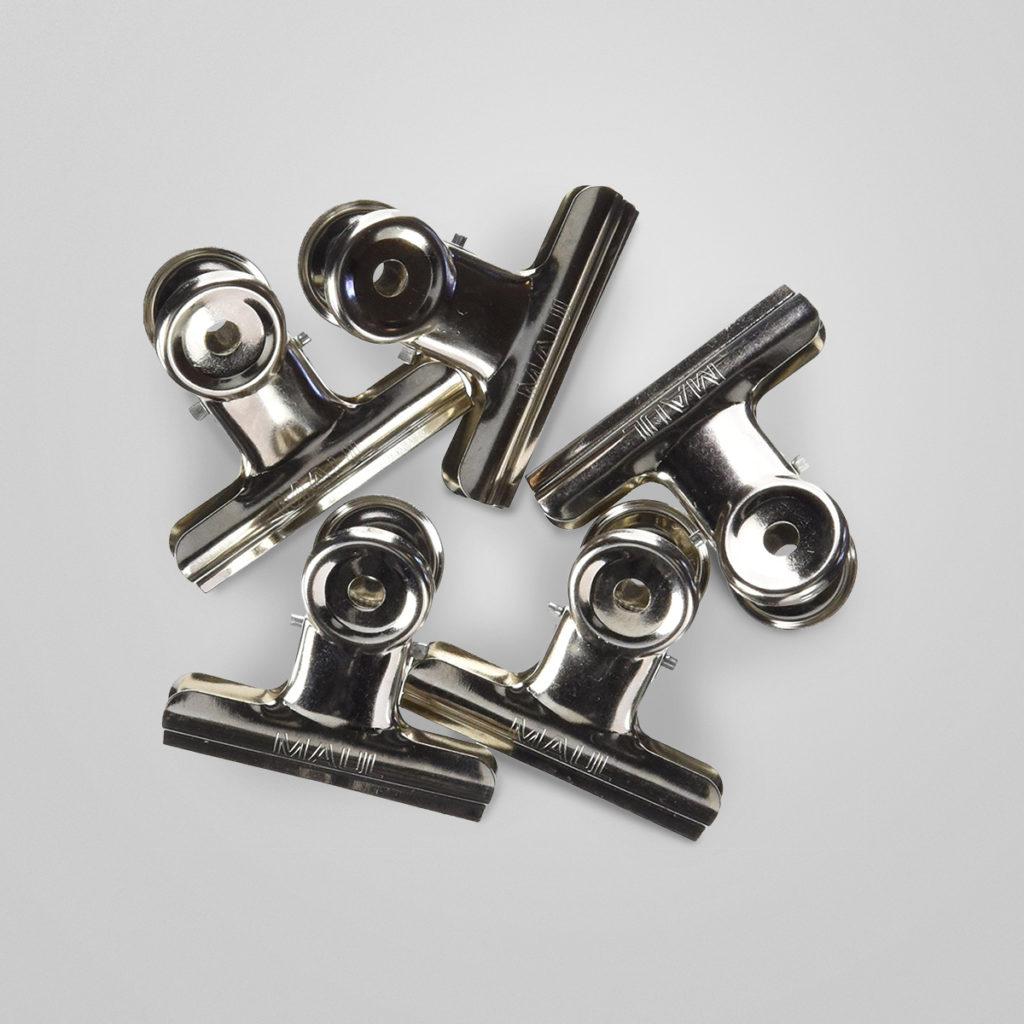 Die stabilen Metallklemmen mit kräftiger Feder eignen sich hervorragend für den Büroalltag. Details & Bestellung
