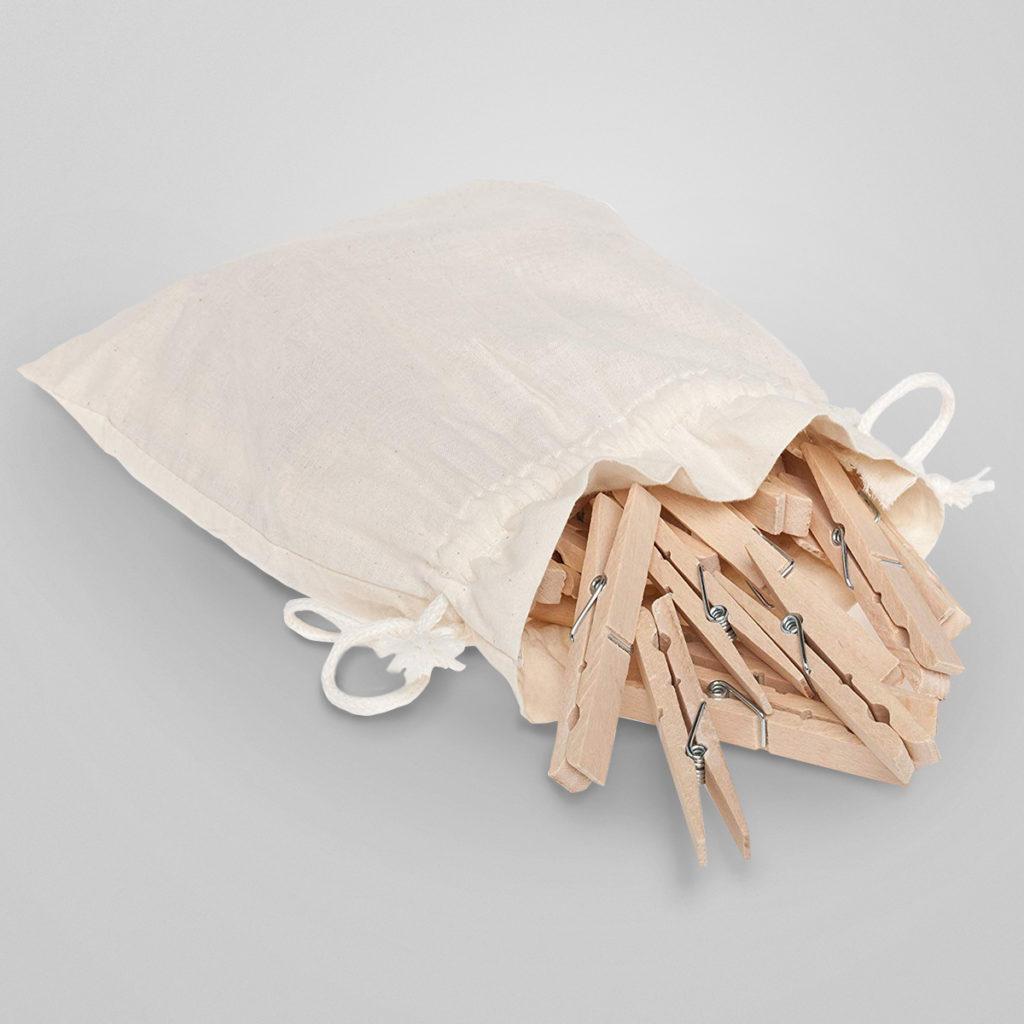 Wäscheklammern aus unbehandeltem Buchenholz. Besonders stabil mit starker rostfreier Spiralfeder. Traditionell gefertigt von der Bürstenmanufaktur Redecker. Qualität Made in Germany.  Details & Bestellung